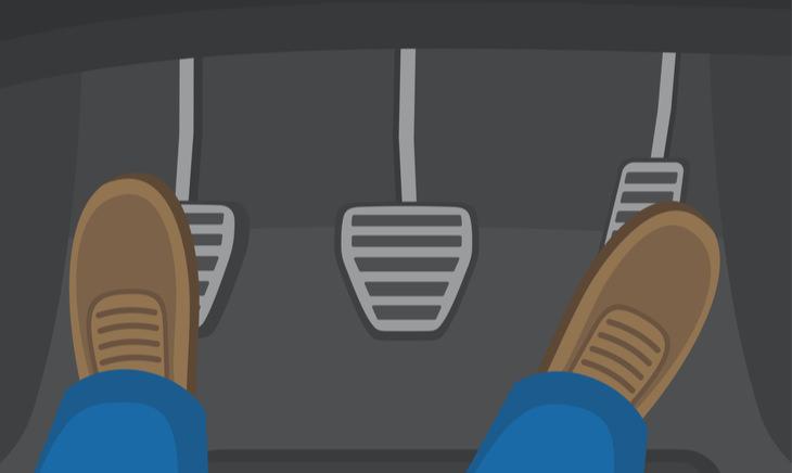 【断言する】フロアマットは運転席のみでも車種専用を使え!【ペダルも重要】